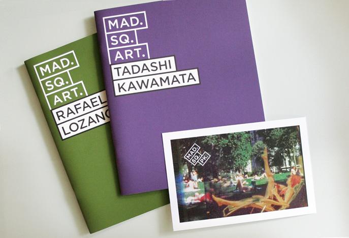 Broschüren und Postkarten für die jeweiligen Künstler
